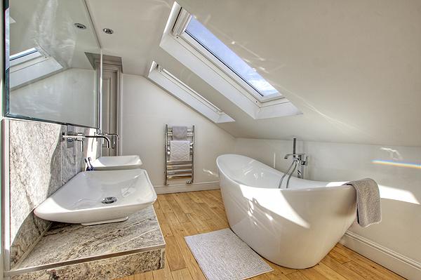 Interior Bathrooms 9