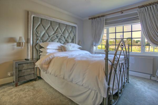 Interior Bedrooms 12