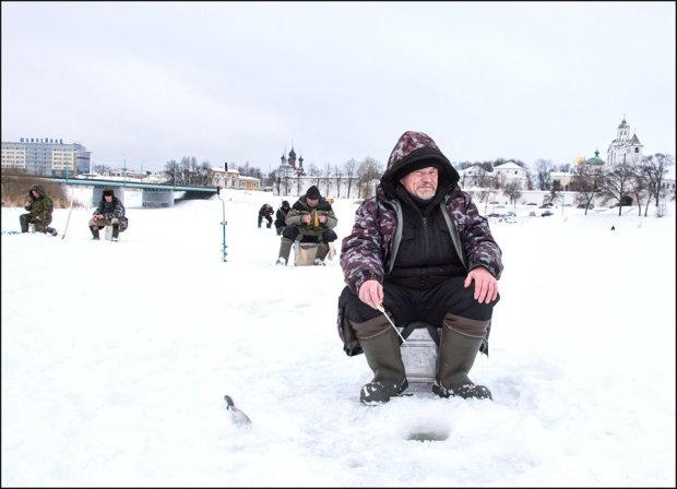 Fishing on frozen Volga