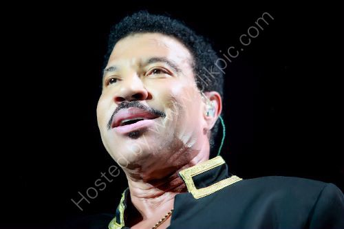 A Lionel Richie 9