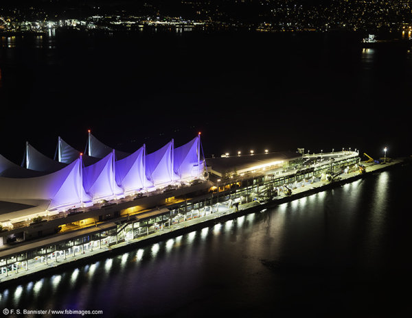 <center>Canada Place by night </center>