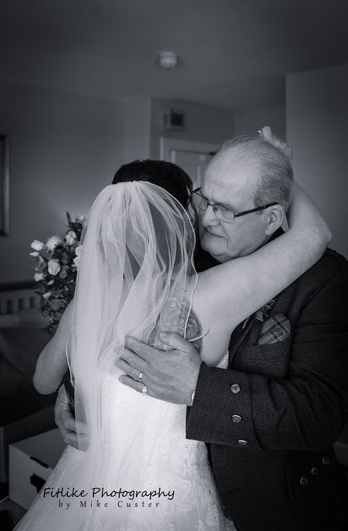 Father see's his daughter as the bride for the first time.