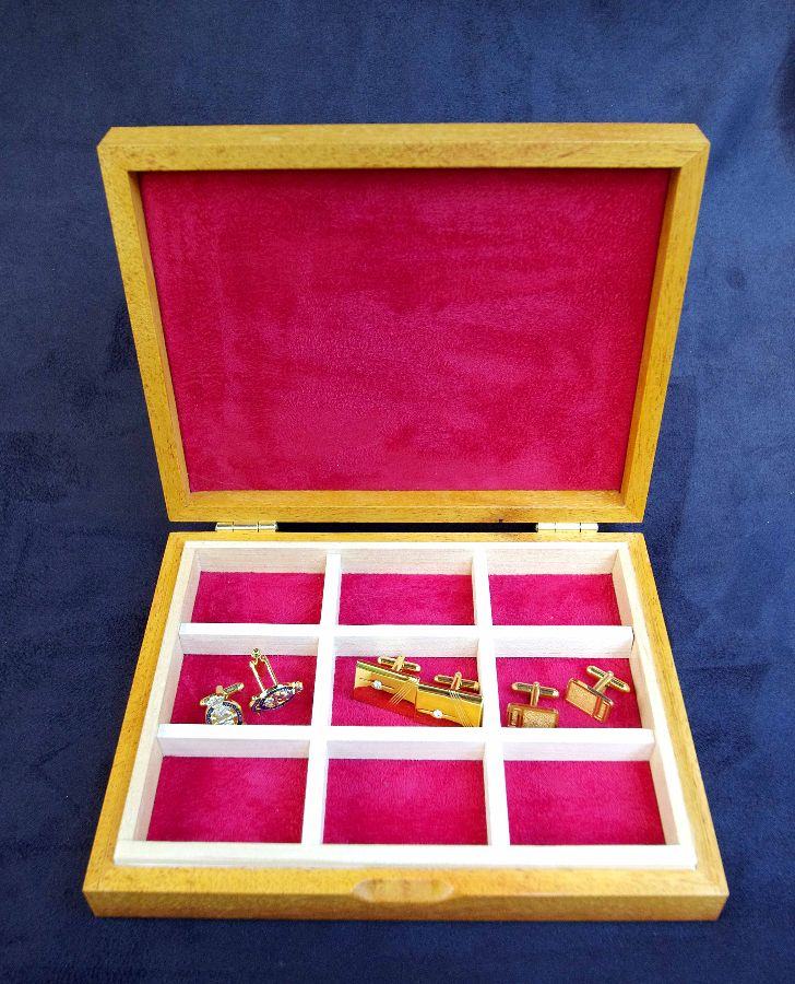 Cufflink-Box-red Interior
