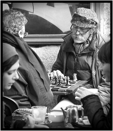 Cafe Chess Player