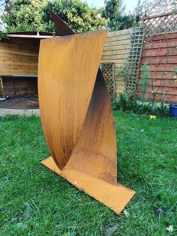Steel sculpture 'Kite loop'