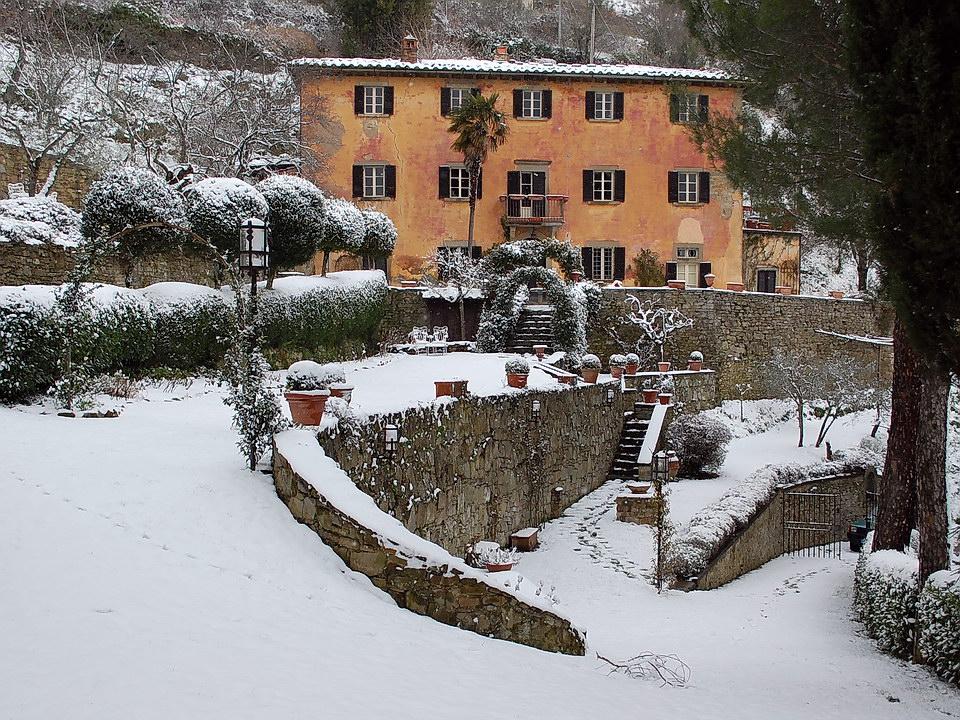 villa bramasole snowscene