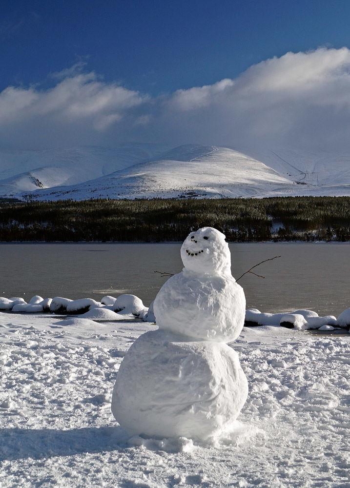 Happy Snowman Loch Morlich copy