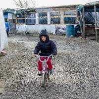 Calais Migrant Camp-004
