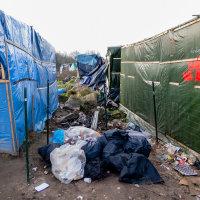 Calais Migrant Camp-007