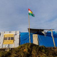 Calais Migrant Camp-015