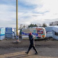 Calais Migrant Camp-017
