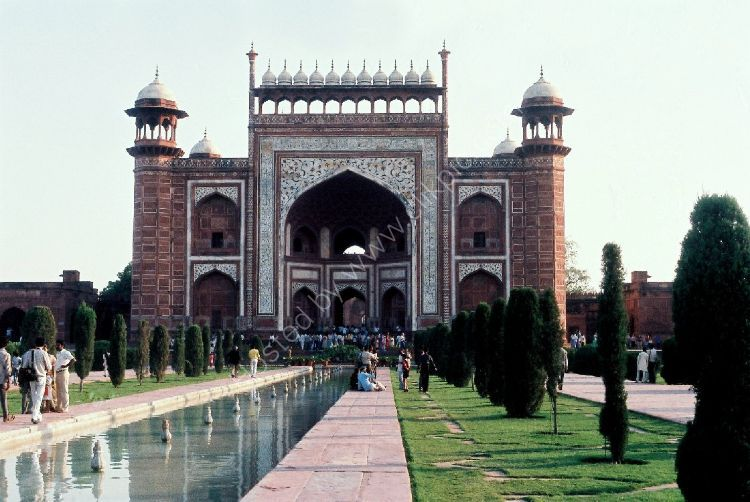 Building - The Great Gate (Darwaza-i rauza) gateway to the Taj Mahal (front exit)