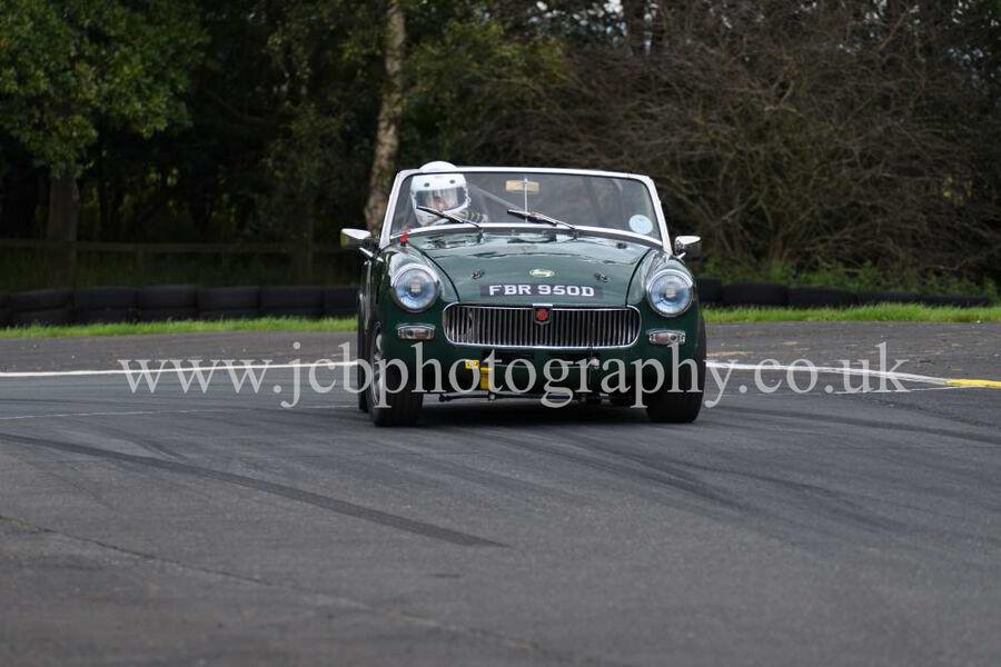 MG Midget driven by Thomas Robinson