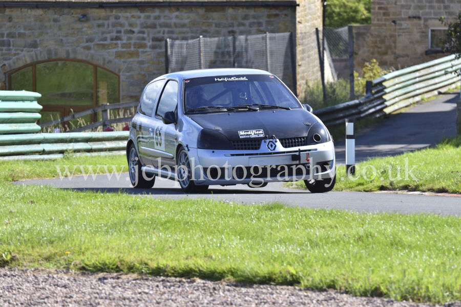 Renault Clio driven by Shaun Crouch
