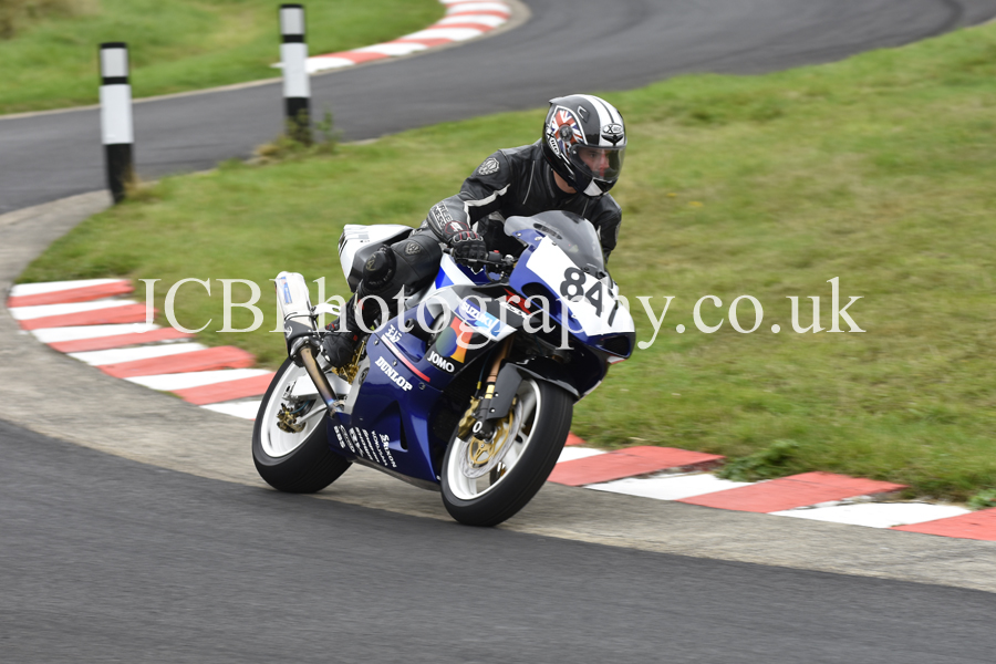 Suzuki GSXR K1 ridden by Matthew Cowlard