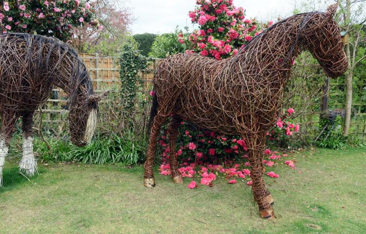 Cob horse willow sculpture