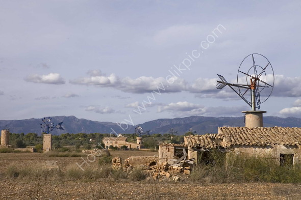 Old windmills of the Central Plains