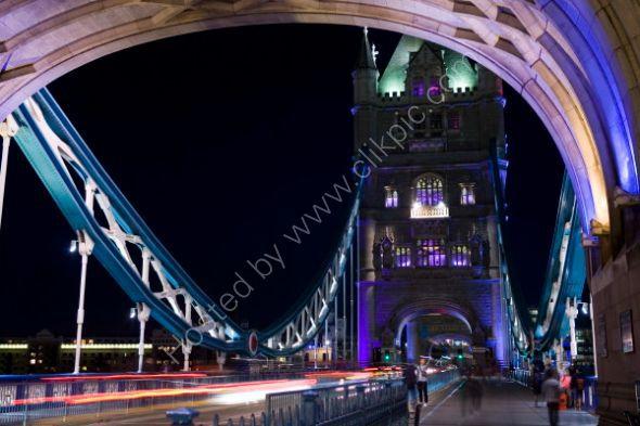 Night-time traffic on Tower Bridge