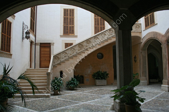 One of the many patio gardens of Palma