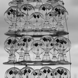 LIGHT BULBS: Good idea. Quite an arrangement and an interesting take on things but kept wanting to take top edge of picture and match to bottom!