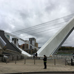 Millenium bridge open for   boats