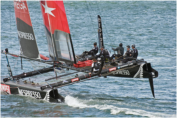 America's Cup - Fly Emerites turning