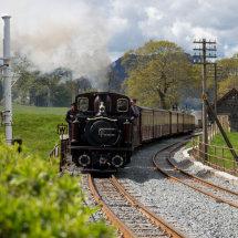 Merrdin Emrys approaching Minffordd Station