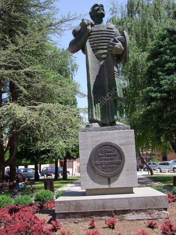 Statue of Founder of Cetinje