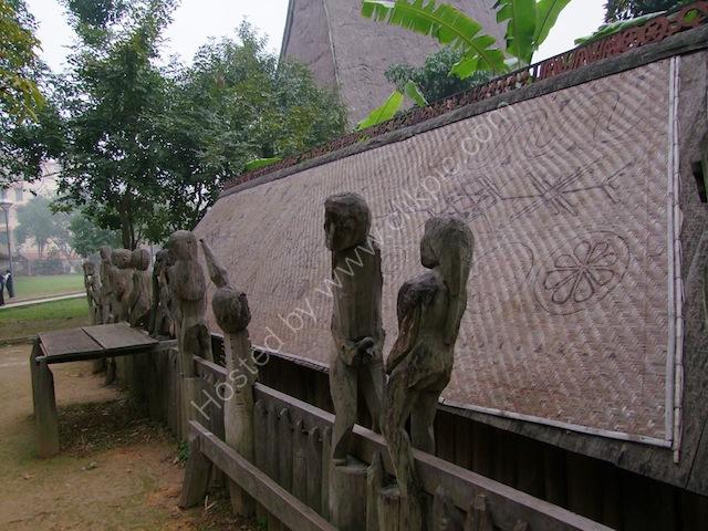 Bao Tang Toc Hoc Vietnam (Vietnam Museum of Ethnology)
