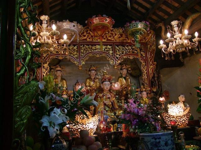 Altar, Chua Mot Cot (One Pillar Pagoda), Hanoi