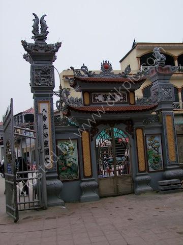 Entrance to Den Do Temple, Hanoi