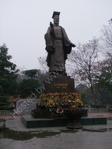 Statue of Confucius, Ly Thai To Park, Hanoi