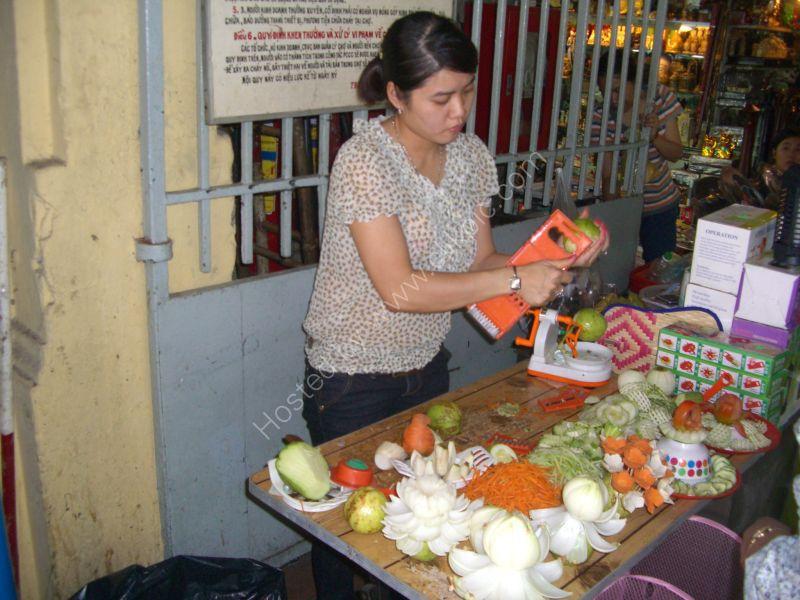 Mandolin Demonstrator, Cho Ben Thanh Market