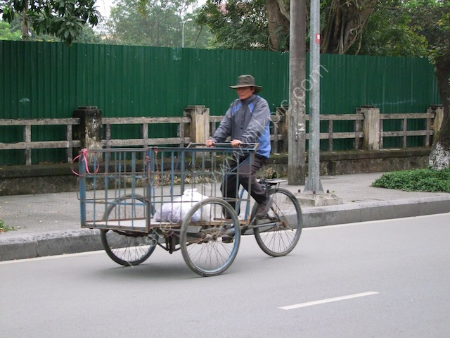 Three Wheel Bicycle Transport, Hue