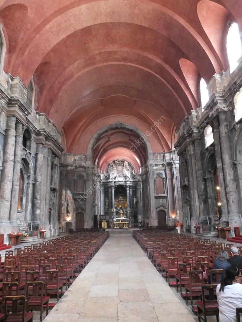 Naive & Altar of Church of Dos Domingos