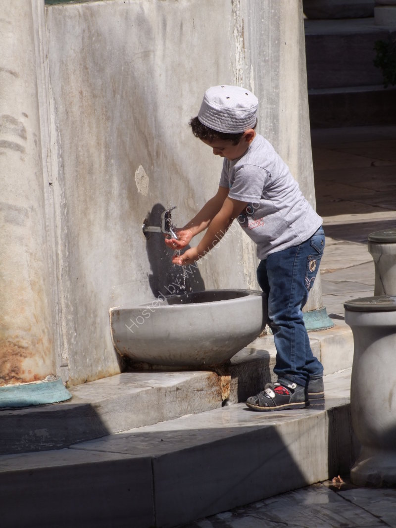 Turkish Boy washing before Prayer at New Mosque 1663, Istanbul