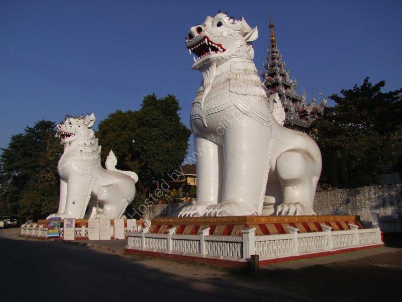 Chinthe Buddhist Lions