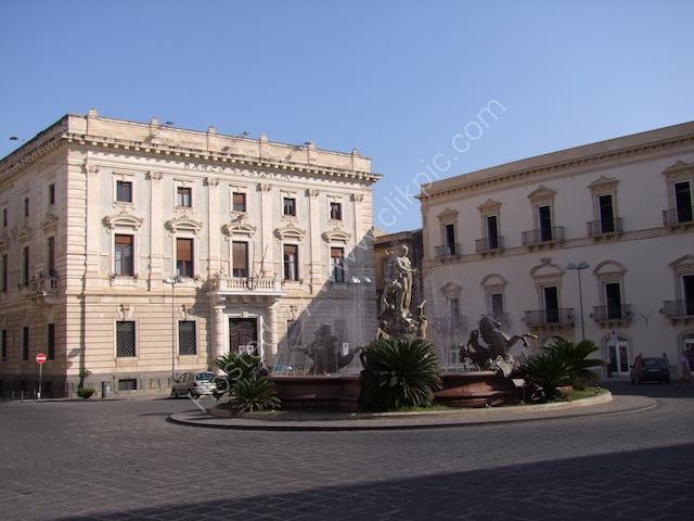 Piazza Archimedes & Fontana Diana, Ortygia Island, Syracusa