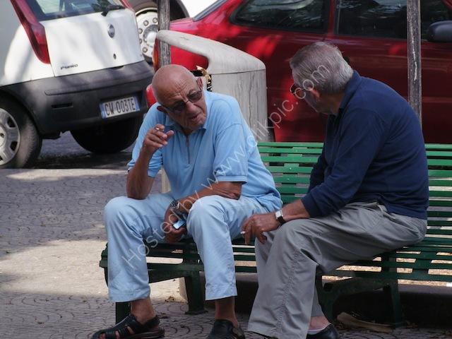 Sicilians Chatting, Syracusa