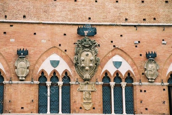 Medici Family Arms, Piazza del Campo, Sienna, Tuscany