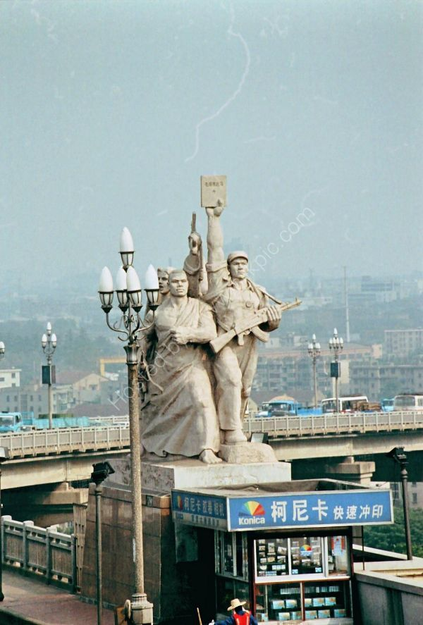 Statue, Yantze River Bridge, Nanjing