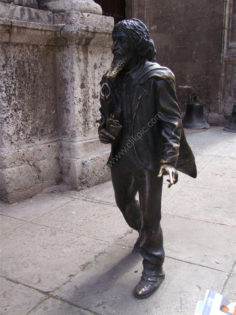 El Caballero de Paris (The Gentleman of Paris), Plaza de San Francisco de Asis, Havana