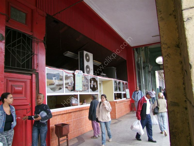 Cafe La Reina, Avenue Simon Bolivat (Reina), Havana
