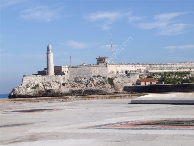 Castillo de San Salvador de La Punta, Avenue Antonio Maceo (Malecon), Havana