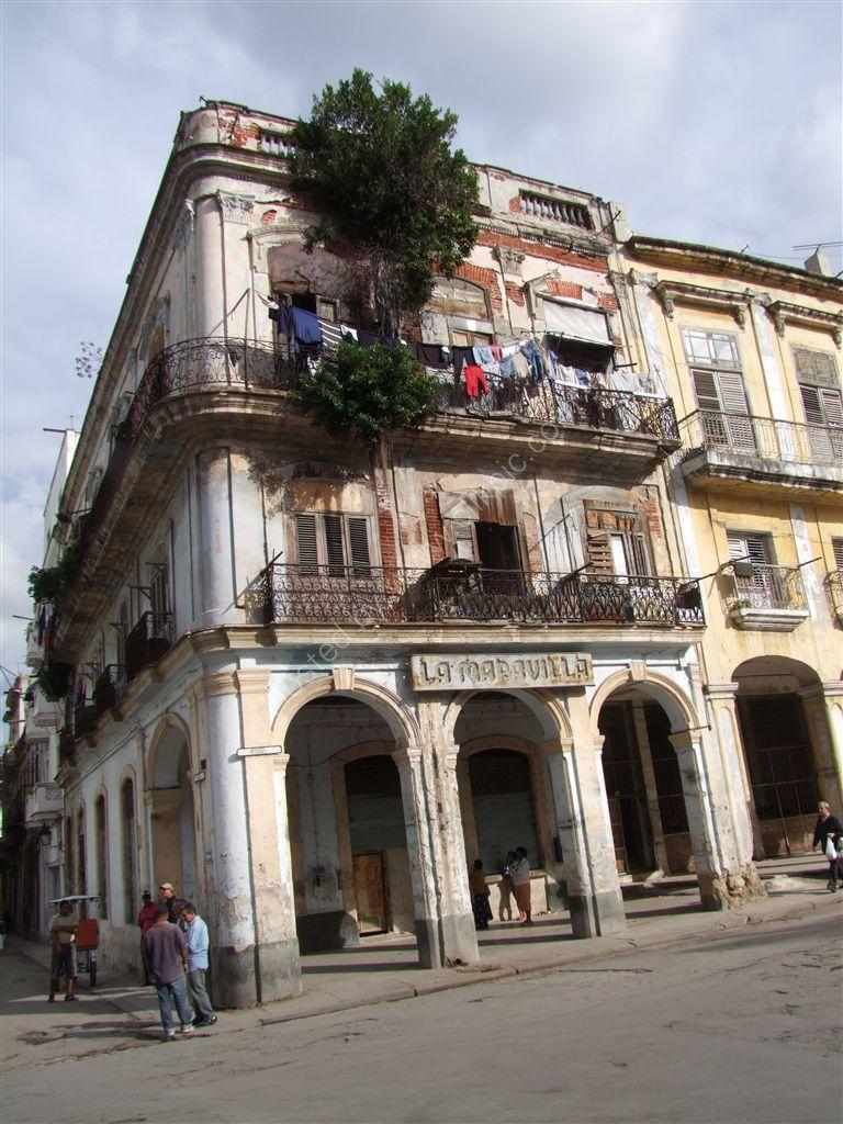 Dilapidated Building La Maravilla, Havana