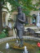 Statue of George Bernard Shaw (Playwright), Niagara on the Falls