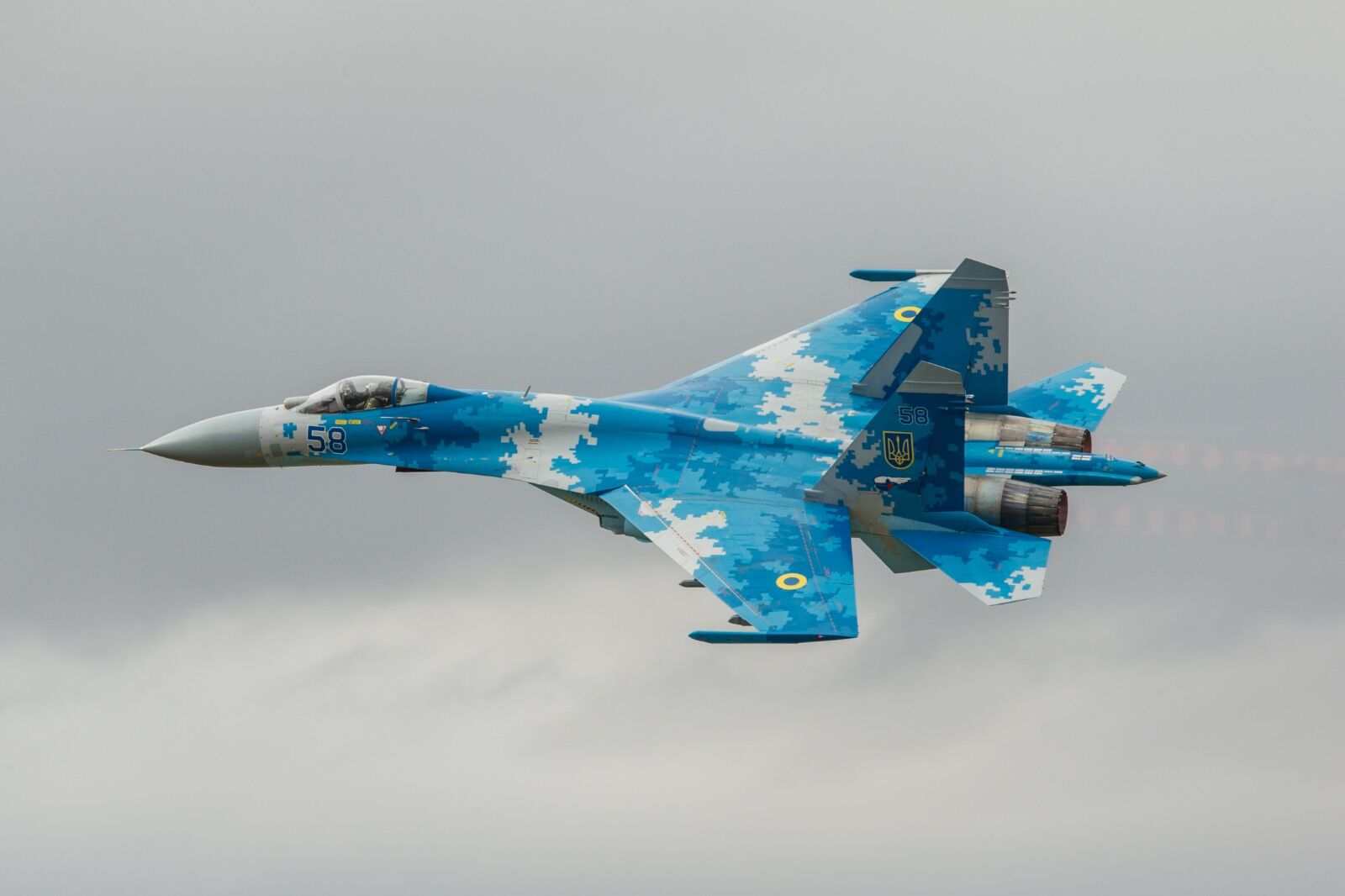 The Ukrainian Airforce SU27 Flanker over Fairford.