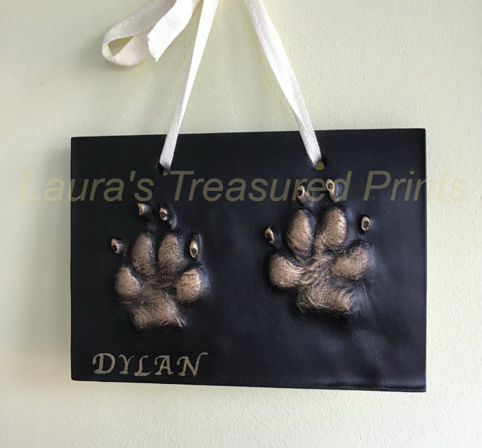 2D dog print on a black plaque