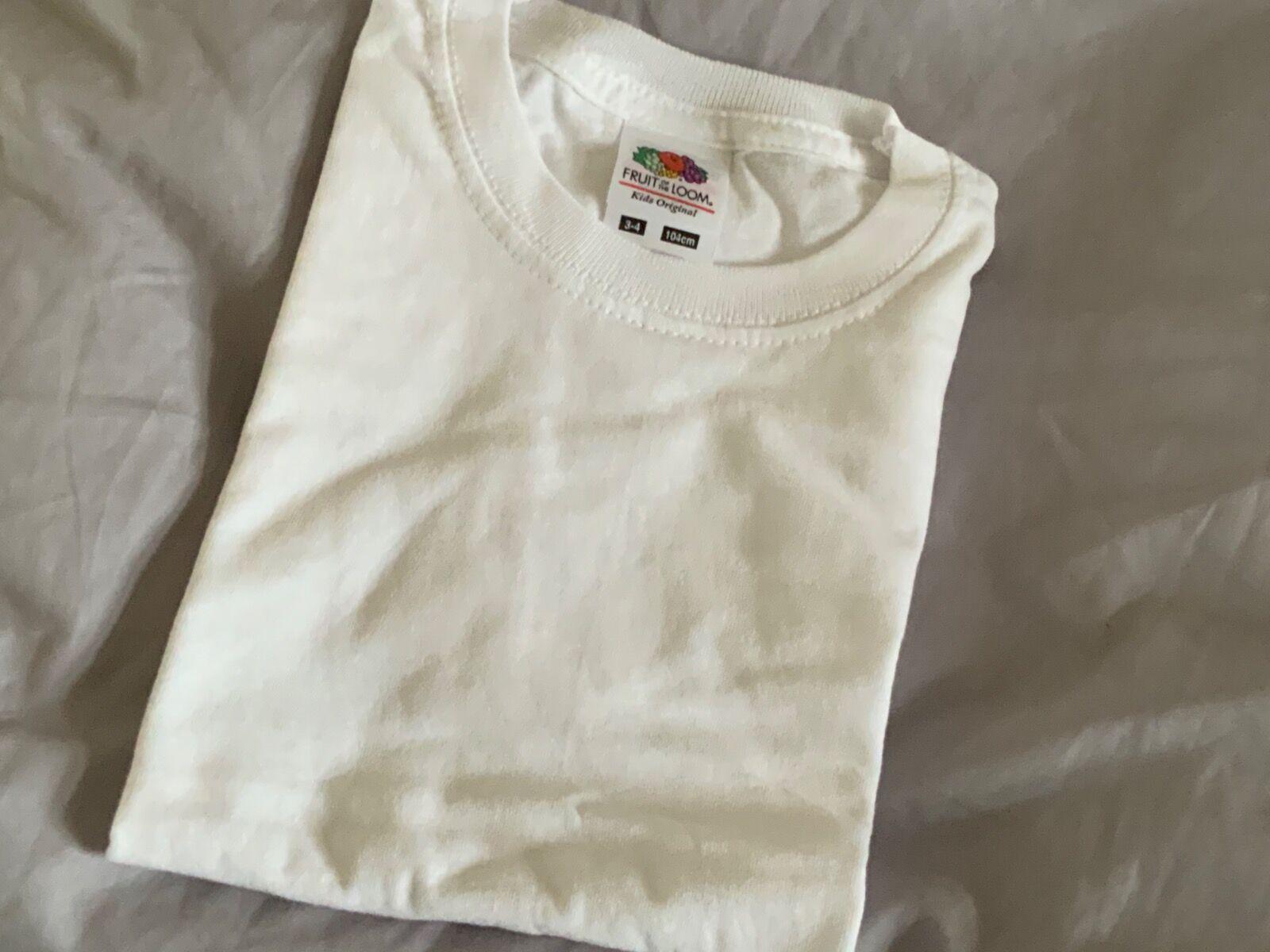 White t-shirt 3/4