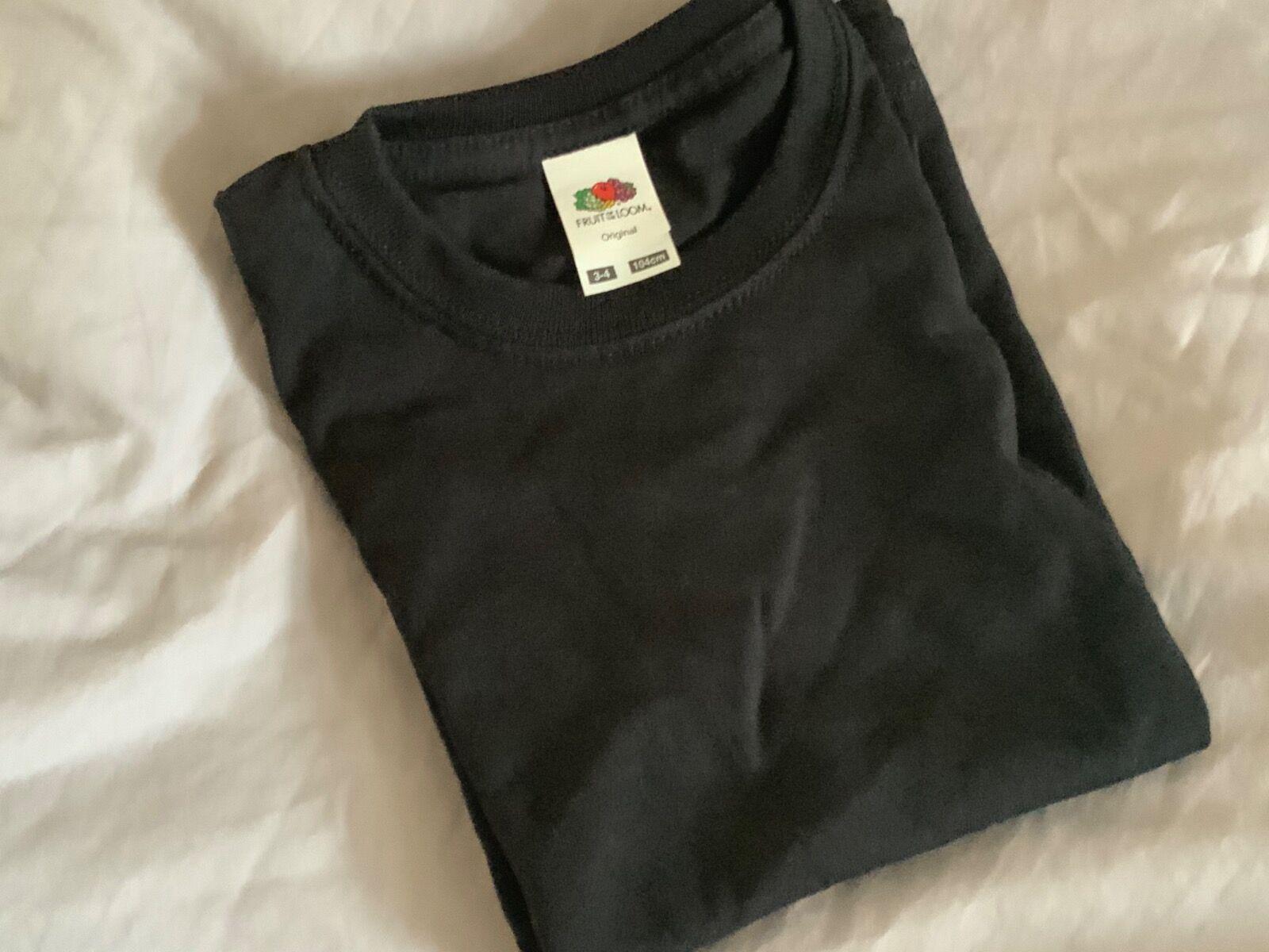 Black t-shirt 5/6